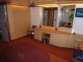 Dressing area and Mini-bar