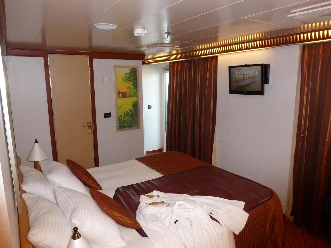 Bed and tv for Dream cabins