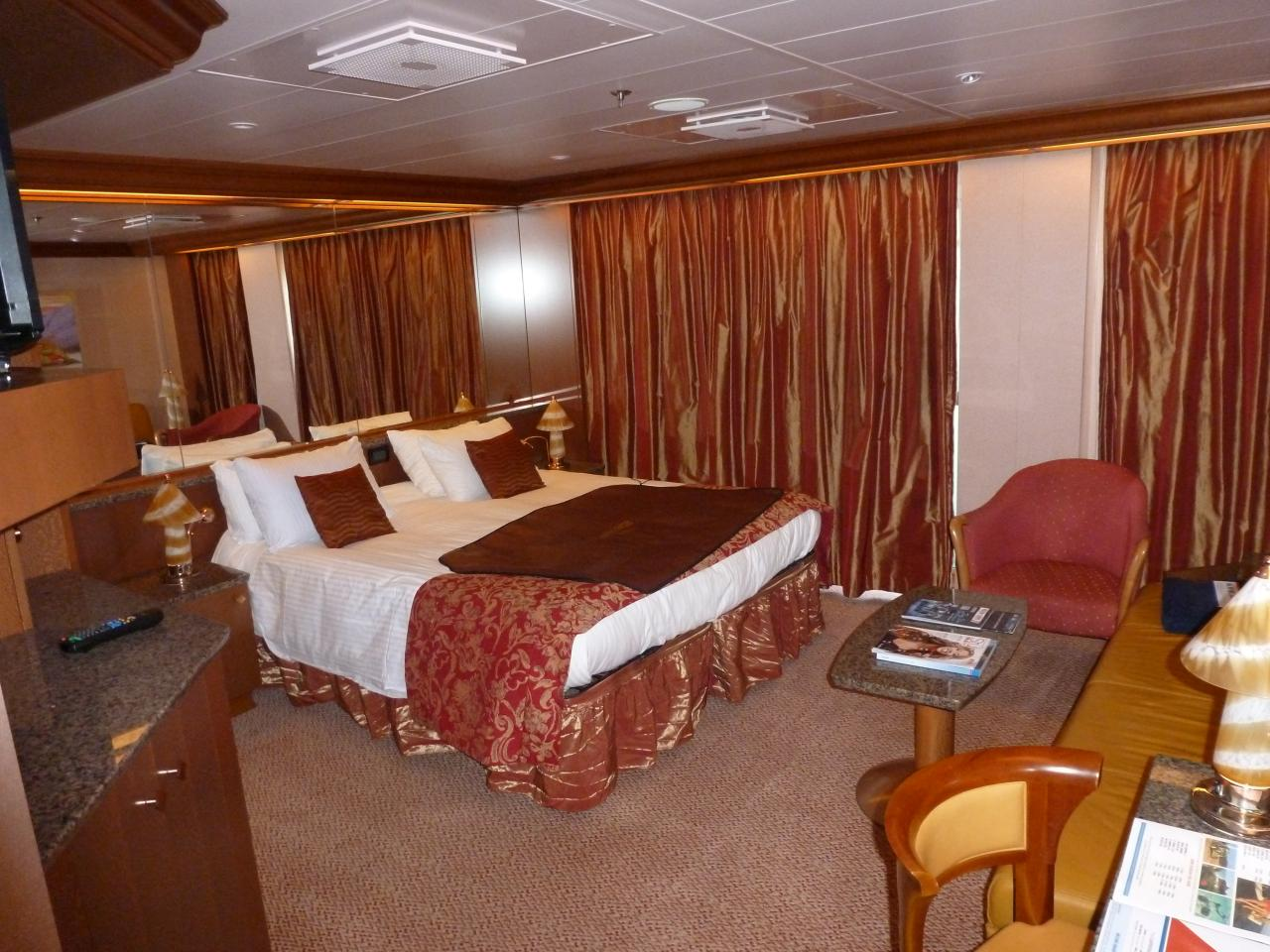 Carnival dream cruise review for cabin 7370 for Dream cabins